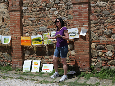artist with her paintings during Walk the Arts art holidays in Tuscany and art retreats in Italy